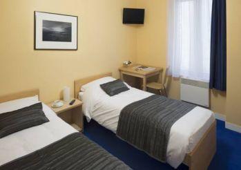 Двухместный номер с 2 отдельными кроватями и душем